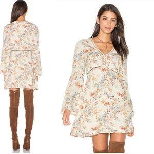 WAYF pembrook bell sleeve floral dress